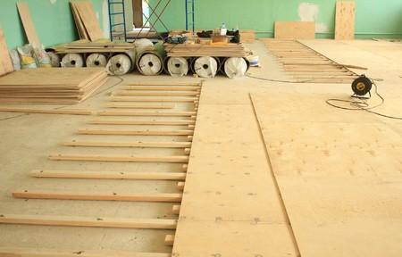 Как стелить фанеру на деревянный пол - способы её укладки