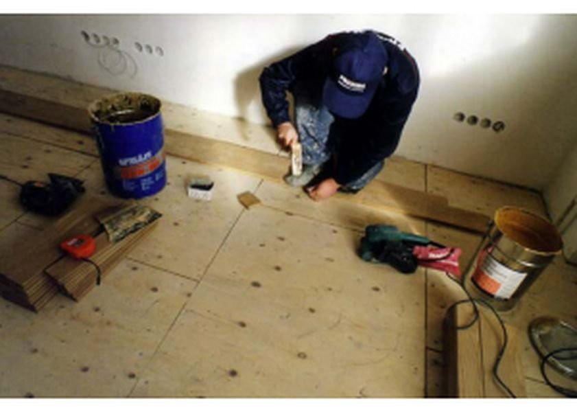 Какую фанеру стелить на деревянный пол?