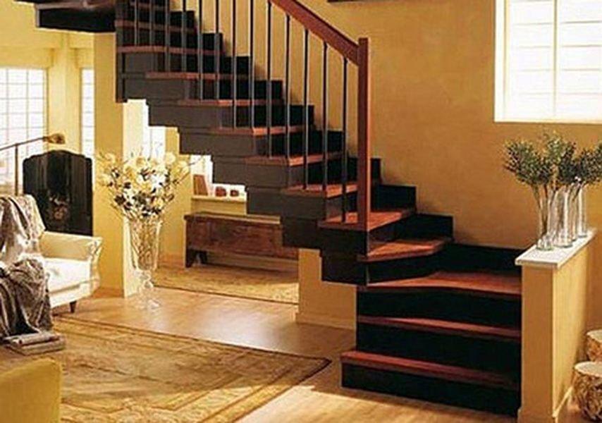 Г-образная деревянная лестница для загородных домов
