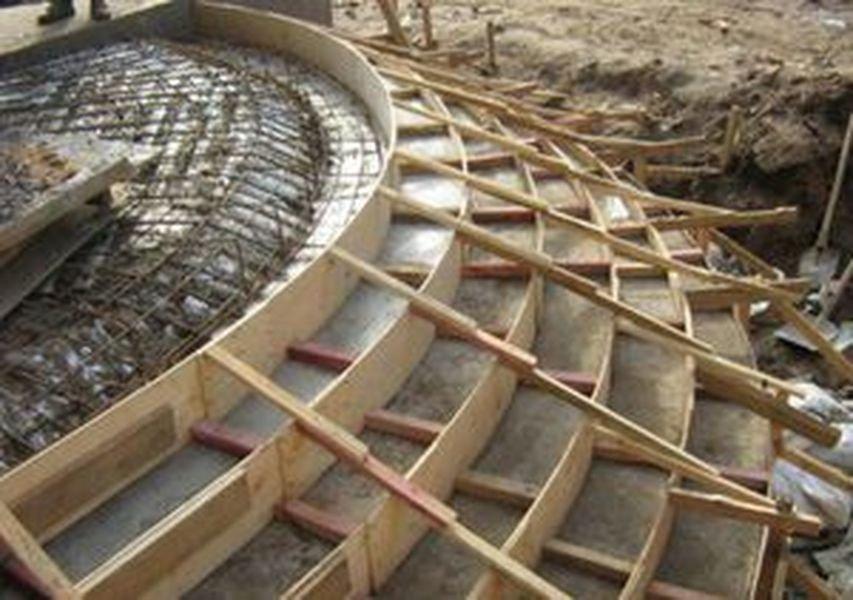 Использование различных видов материалов во время монтажа опалубки