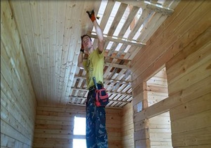 Можно ли использовать имитацию бруса на потолке