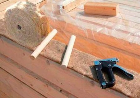 Защита деревянного дома от воды и холода