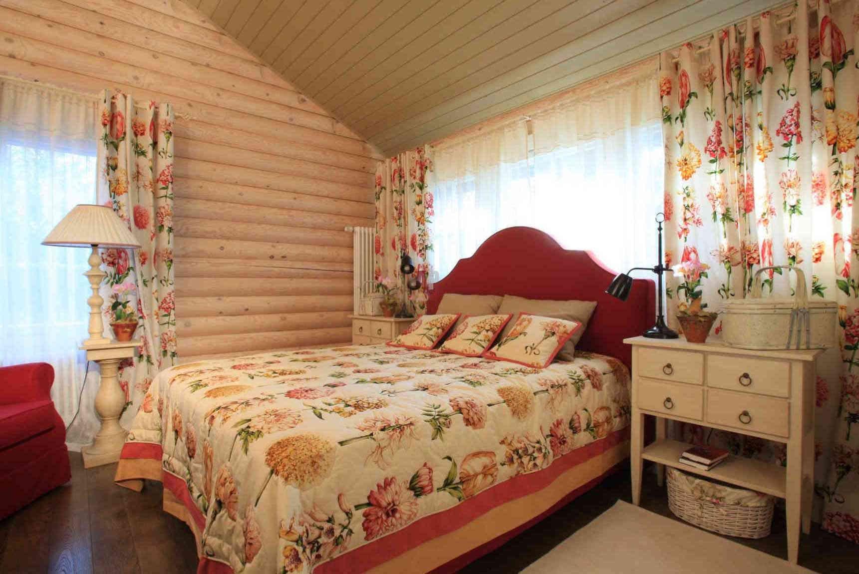 дизайн спальни с вагонкой в деревенском доме фото