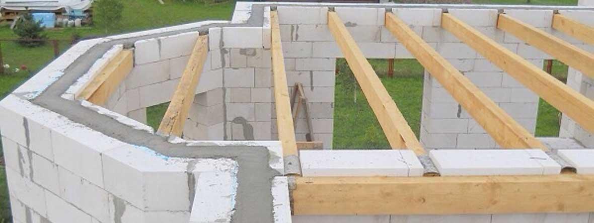 Балки деревянного перекрытия - брус 100х200 мм