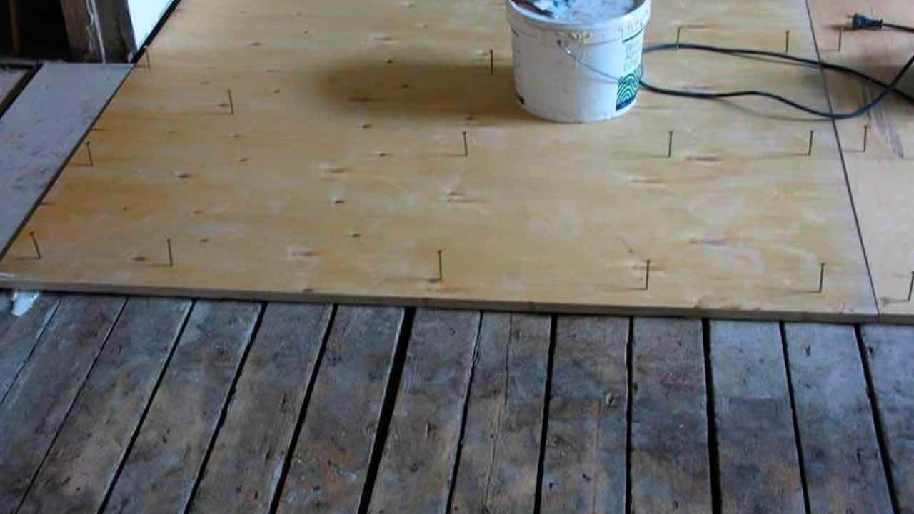 Укладка фанеры на старый пол